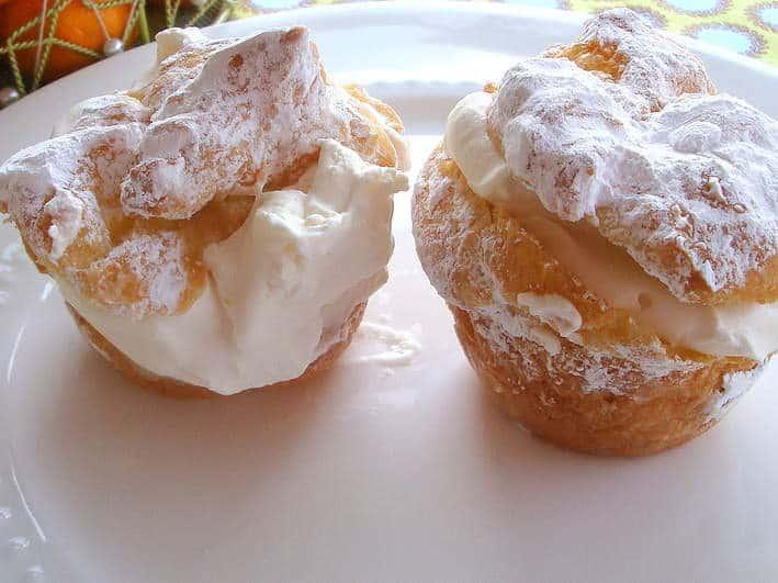 cream puffs with powdered sugar