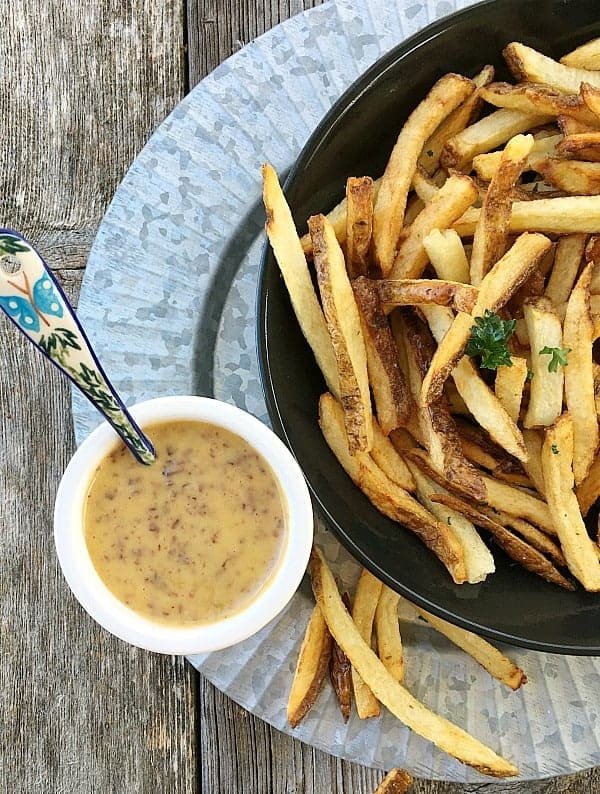 Homemade Aioli with Kalamata Olives. Amazing with french fries, burgers, steamed artichokes. Amazing, ready in less than 10 minutes.